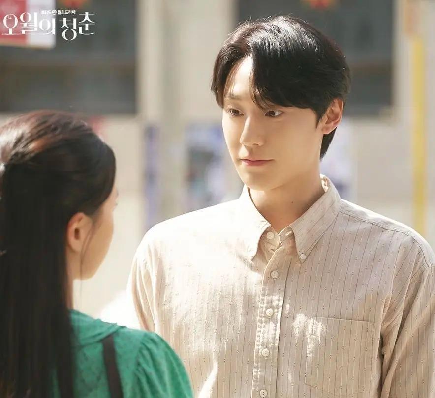 韓劇《五月的青春》第三集劇情:男主瘋狂追女主