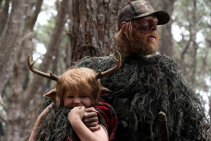 奇幻冒險美劇《sweet tooth 鹿角男孩》劇評評價 這部影集沒有原著中那麼黑暗,但故事情節和視覺效果令人印象深刻