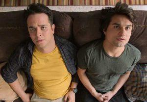netflix墨西哥電影《借酒眾籌fondeados》影評評價:這是一部毫無歉意的誇張喜劇,顛覆了兄弟情的比喻 04