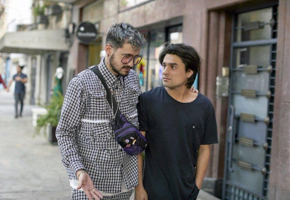 netflix墨西哥電影《借酒眾籌fondeados》影評評價:這是一部毫無歉意的誇張喜劇,顛覆了兄弟情的比喻 03