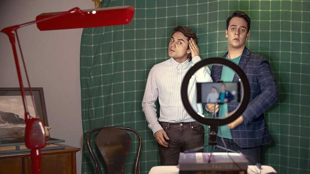 netflix墨西哥電影《借酒眾籌fondeados》影評評價:這是一部毫無歉意的誇張喜劇,顛覆了兄弟情的比喻 02