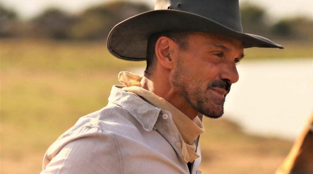 影評《無人之地no man's land 》評價 男主角帥氣,就是點笨頭笨腦,一部不錯的西部片,關於青年犯錯後的自我救贖 01