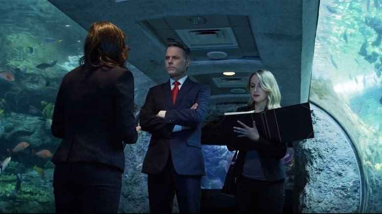 影評《死亡水族館 喪屍水族館aquarium of the dead 》劇情、結局:這部電影是在用馬克思的理論,讓美國的腐敗和對立矛盾透明化 02