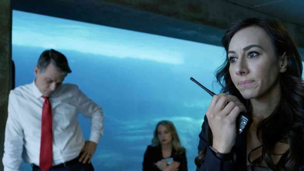 影評《死亡水族館 喪屍水族館aquarium of the dead 》劇情、結局:這部電影是在用馬克思的理論,讓美國的腐敗和對立矛盾透明化 01