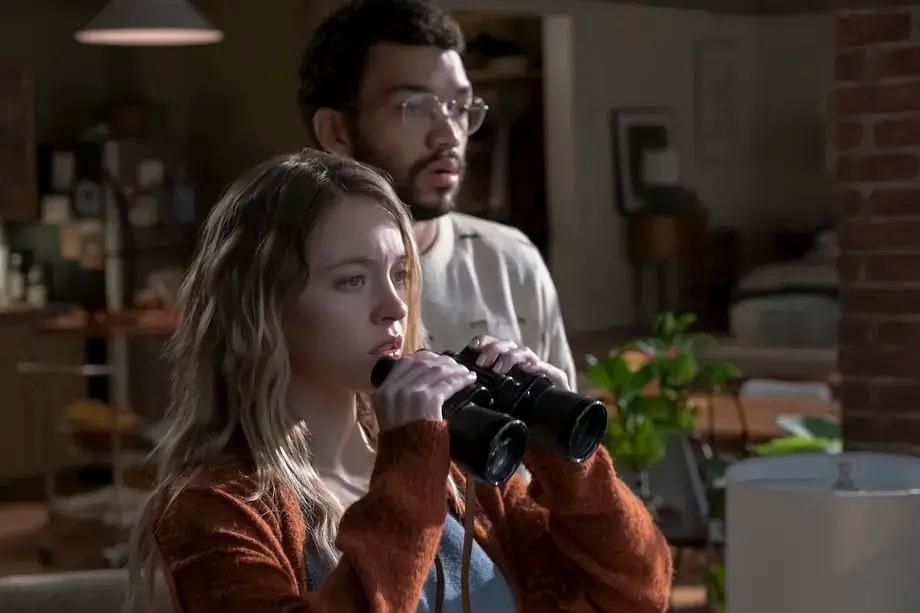 影評《偷窺者2021偷窺程魔 the voyeurs》詳細劇情評價:大量露骨鏡頭是亮點,結局反轉談不上精彩5